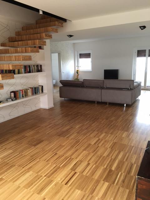 Casa con pavimento in legno - posa parquet