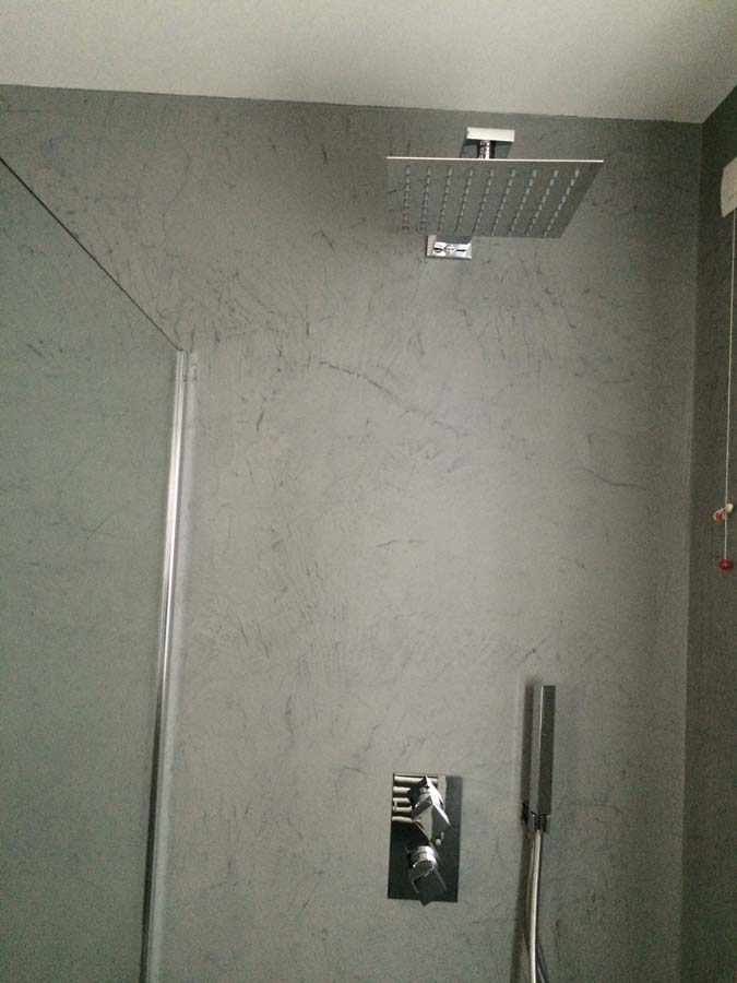 Realizzazione interni casa pavimento pareti e mobili in - Pareti doccia in resina ...
