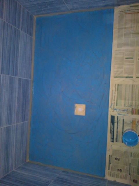 Pavimento in resina bordo piscina e pareti decorative - Pareti doccia in resina ...